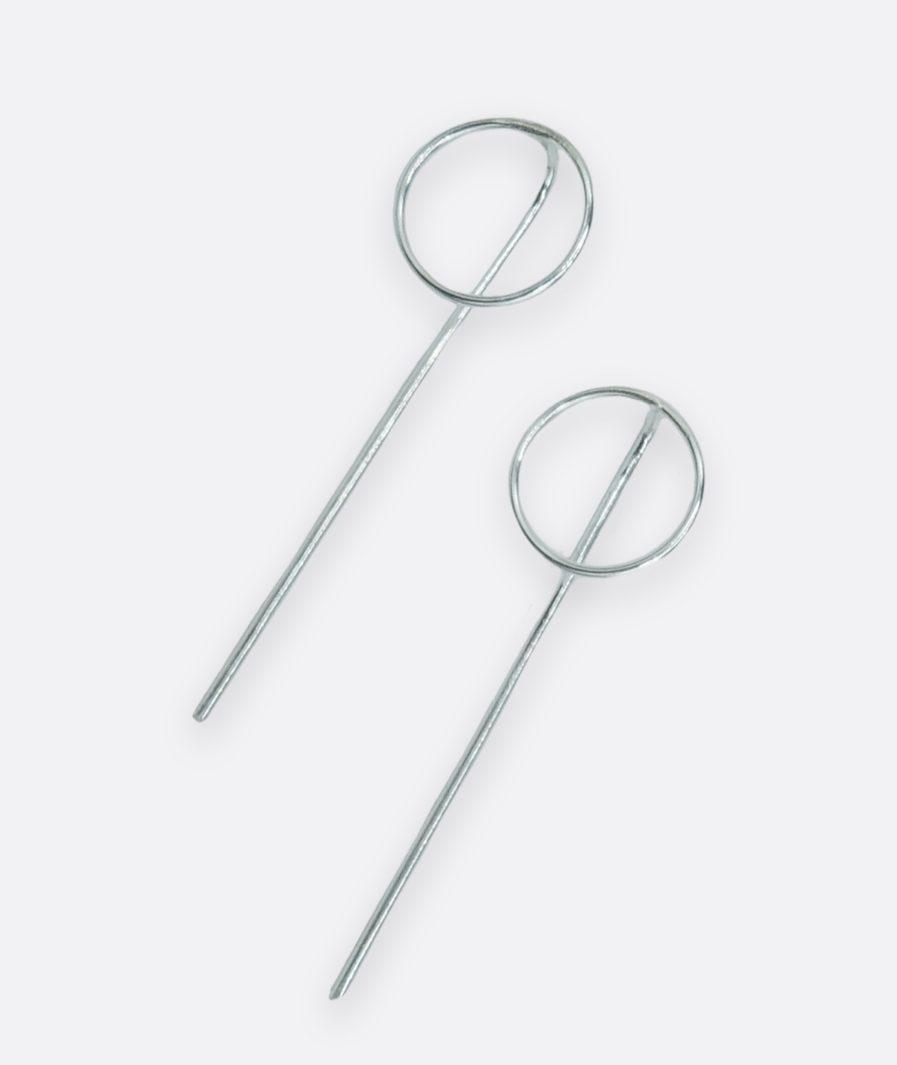 pendientes minimalistas realizados a mano en plata de ley