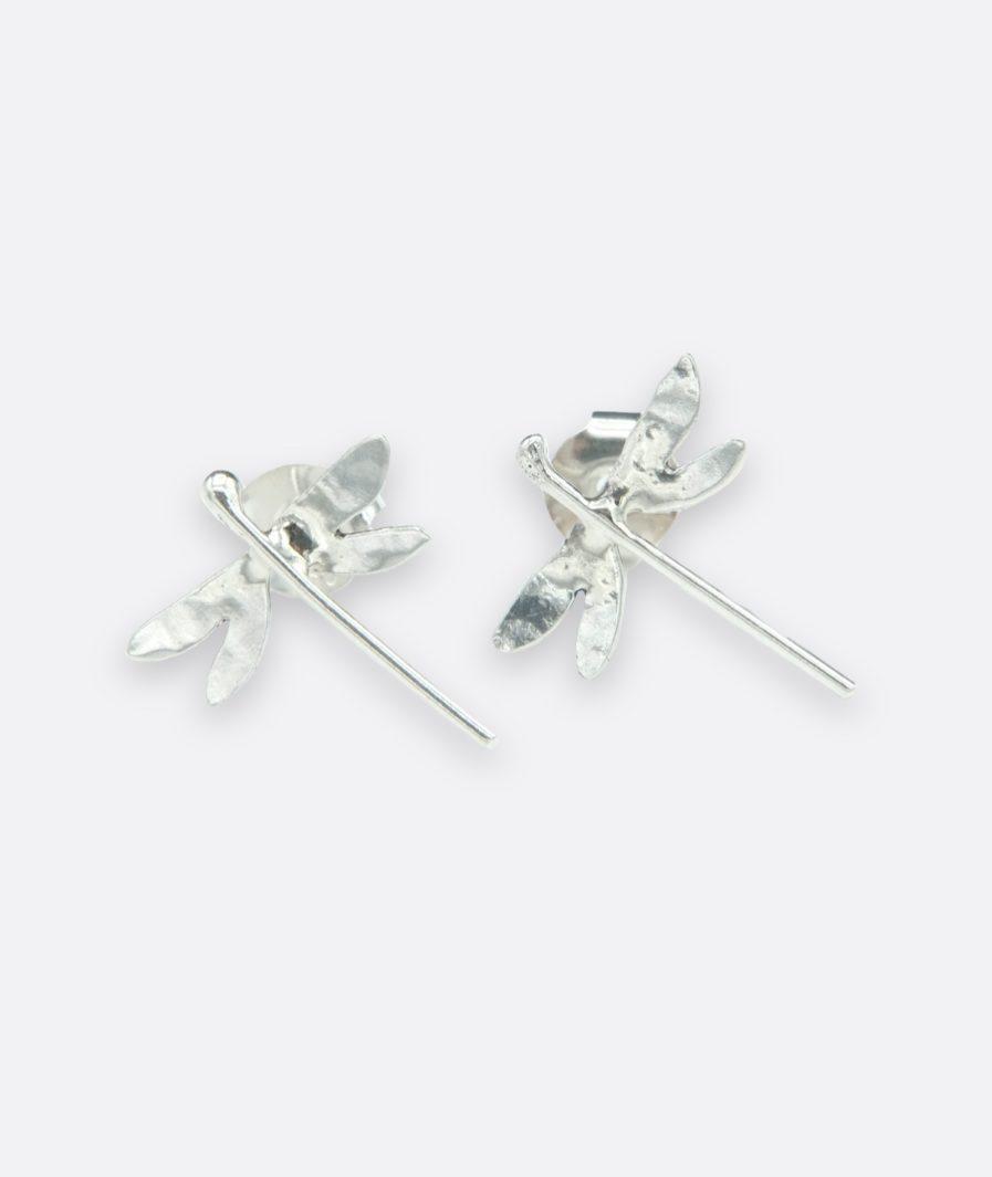 pendientes con forma de pequeñas libélulas, realizas en plata de ley de forma artesanal. artesanía de Galicia