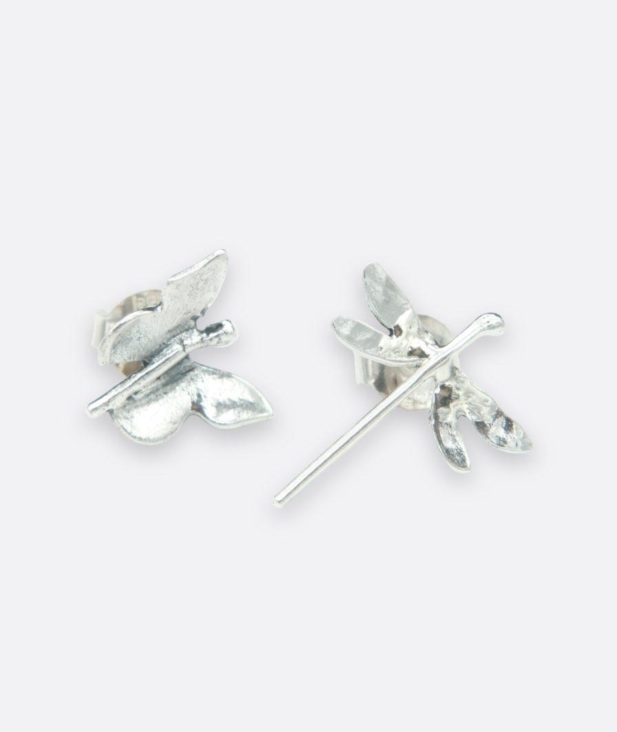 pendientes desiguales super originales, una libélula y una pequeña mariposa. hechos a mano. artesanía de Galicia
